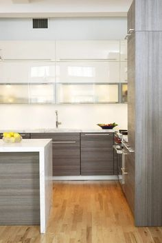 Cuisine blanco gris Cupboards and marble counters.