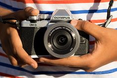 After 60 hours of research, including real-world shooting with a handful of the top contenders, the Olympus OM-D E-M10 II is what we recommend for most people looking to spend $1,000 or less on a h…
