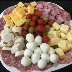 Como Perder Peso - Como Perder Peso Source by Tapas, Carbohydrates Food List, Food Platters, Meat And Cheese, Food Decoration, Aesthetic Food, Appetisers, Food Lists, Food Blogs