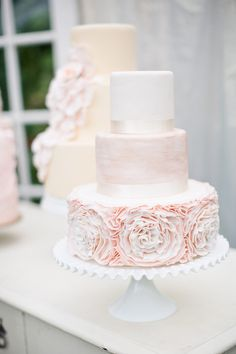 What a gorgeous cake! {Angie Wilson Photography}