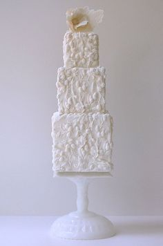 Beautiful bas relief cake by Maggie Austin