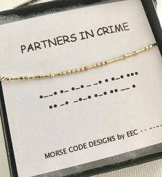 ** MORSE-CODE-Halsketten sind jetzt einstellbar von 16 bis 18 ** ♥ Glaub an dich! ♥ Meine ursprüngliche Morsecode Schmuck verfügt über schöne 14k gold gefüllt oder Sterlingsilber Punkten und Strichen, hand auf feine 14k gold gefüllt oder Sterling Silberkette aufgereiht.