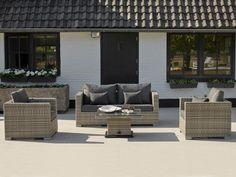 De Aya loungeset is gemaakt van vlechtwerk in de kleur Yacht grey en geeft een klassieke uitstraling aan uw tuin of terras. De verstelbare salontafel kan met een hendel onderaan de tafel in verschillende standen worden gezet. Zo kunt ook heel gemakkelijk eten aan de tafel. Teak Garden Furniture, Conservatory Furniture, Home Furniture, Outdoor Furniture Sets, Outdoor Lounge, Outdoor Decor, Adjustable Height Table, Swing Seat, 2 Seater Sofa