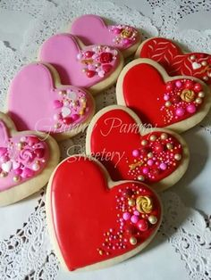 Find best ideas / inspiration for Valentine's day cookies. Get the best Heart shaped Sugar cookies for Valentine's day & royal icing decorating ideas here. Cookies Cupcake, Valentine's Day Sugar Cookies, Fancy Cookies, Heart Cookies, Iced Cookies, Cute Cookies, Cookies Et Biscuits, Cookie Favors, Flower Cookies
