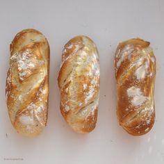 Just bake Italian rolls yourself. Green cooks - Just bake Italian rolls yourself. Italian Pastries, Italian Desserts, Italian Recipes, Easy Bread Recipes, Cooking Recipes, Pain Artisanal, Italian Rolls, Italian Bread, Homemade Rolls