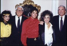 MJ, sister Latoya, famous actress Elizabeth Taylor and famous actors Cary Grant and Gregory Peck Personnal picture Middle of the 80's | Curiosities and Facts about Michael Jackson ღ by ⊰@carlamartinsmj⊱