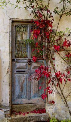 Door Entryway, Entrance Doors, Doorway, Stairs Window, Cool Doors, Unique Doors, Knobs And Knockers, Door Knobs, Old Doors