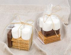 Wedding favor ideas + inspiration to help you ditch the favors guests will toss and give them something unique that they'll want to keep! Cute favor ideas, sustainable wedding favors, food favors, DIY wedding favors and other favors that guests will love! Affordable Wedding Favours, Creative Wedding Favors, Elegant Wedding Favors, Wedding Favor Boxes, Wedding Favors For Guests, Smore Wedding Favors, Diy Wedding, Fall Wedding, Wedding Fayre