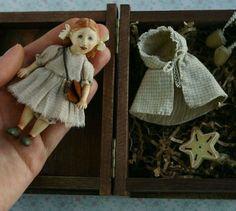 Купить или заказать Маленькая кукла из дерева Верочка в интернет-магазине на Ярмарке Мастеров. Маленькая девочка Вера очень любознательная, легко радуется и удивляется Миру! Полностью деревянная куколка, голова, ручки-ножки и даже хвостики подвижные. Съемный гардеробчик: пальтишко, сумочка и варежки. Платье и панталончики - шелк. Самостоятельно стоит. Все мои куклы - это 100% ручная работа, без применения станков и заготовок.