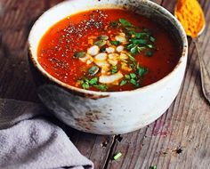 Turmeric Tomato Detox Soup // 7 quick and healthy winter soups! Turmeric Recipes, Detox Recipes, Soup Recipes, Vegan Recipes, Cooking Recipes, Turmeric Soup, Tumeric Detox, Vegan Soups, Healthy Soups