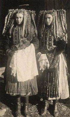 Hungary women- I think this photo may have inspired Carol Burnett in her Gone with the Wind skit. Old Photos, Vintage Photos, Folk Costume, Costumes, Carol Burnett, Anthropologie, Ethnic Dress, People Of The World, World Cultures