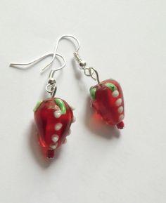 Ohrhänger - Hmmm... Erdbeer-Ohrhänger rot-silber .... - ein Designerstück von soschoen bei DaWanda