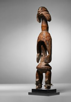 Wood - Nigeria Provenance: John J. Klejman, New York Private Collection, USA Olivier Castellano, Paris Private Collection, Belgium West Africa, Belgium, Lion Sculpture, Auction, Statue, Pots, Spiritual, Middle, Clay