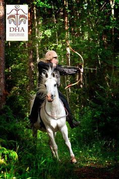 Jeenial and Ylwa at the DHA Hunt track, horseback archery track in the woods, Rättvik August Photo: Malin Jones All The Pretty Horses, Beautiful Horses, Medieval Horse, Mounted Archery, Horse Costumes, Natural Horsemanship, Horse Training, Horse Pictures, Horse Love