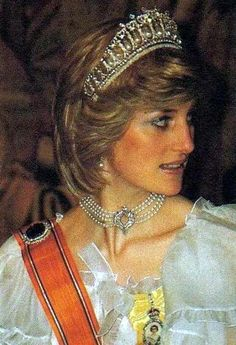 Diana in the lover's knot tiara and four-strand pearl choker with diamond clasp, borrowed from HM.