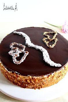 Tort aniversare casnicie. Desert aniversar. Tort cu crocant de migdale si mousse de ciocolata. Reteta de tort.