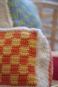 "Tuntematon Tuunaaja: Virkatut ""rakennuspalikat"" Blanket, Crochet, Crafts, Diy, Crochet Hooks, Blankets, Bricolage, Crocheting, Crafting"