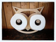 Owl toilet paper holder- I wasn't going to pin this but honestly I'd totally have this in my bathroom! Toilet Roll Holder, Paper Towel Holder, Owl Activities, Owl Bathroom, Insect Crafts, Cool Wood Projects, Rustic Bathrooms, Paper Cover, Toilet Paper