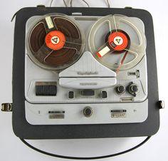 https://www.ebay.it/itm/Tonbandgerat-Telefunken-Magnetophon-85/112632835790?hash=item1a3970aece:g:MCkAAOSwFb5aAcIa