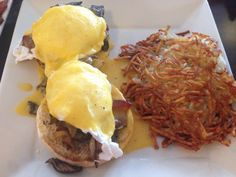 Woody's Grille Restaurant Eden Prairie Minnesota: Delicious Eggs Benedict with Hash browns