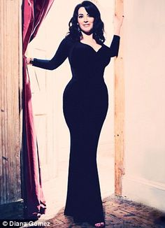 Nigella Lawson - Quite simply, the LBD is the essence of chic, the black lines giving a silhouette both luxurious and austere. Celebridades Fashion, Nigella Lawson, Domestic Goddess, Thing 1, Real Women, Curvy Fashion, Curves, Ikon, Celebs
