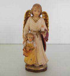 Schutzengel mit Mädchen Puppe und Kerze, ca. 10 cm hoch Holz geschnitzt bemalt