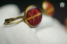 Coppia di orecchini in resina con foglie autunnali di resindence