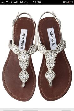 Beautiful silver sandals. Need a pair in my closet! ❤