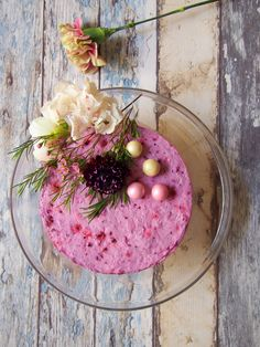 Blueberry cake with fresh flowers & honeycomb candy. #drsugar