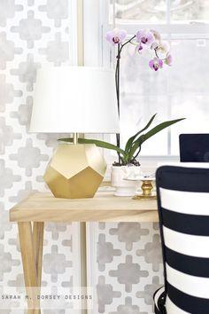 DIY Gold Geometric Lamp Tutorial by sarah m. Base built from scratch! - My-House-My-Home Gold Diy, Design Furniture, Diy Furniture, Diy Luminaire, Geometric Lamp, Geometric Wallpaper, Diy Home Decor, Room Decor, Decoration Inspiration