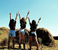 <3 i feel we have all done this picture but love it Country Strong, Country Life, Country Girls, Country Music, Country Lyrics, Country Quotes, Sister Pictures, Cute Pictures, Thats The Way