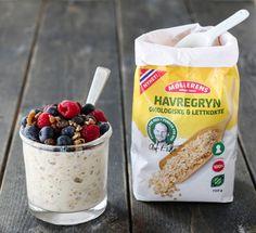 Grøt er ikke hva det en gang var. Nå er grøt til og med blitt trendy, og kjøleskapsgrøten seiler nok opp som en favoritt! Og det er ikke det minste rart, for godt er det og enklere kan det knapt… Granola, Cereal, Oatmeal, Breakfast, Recipes, Food, The Oatmeal, Morning Coffee, Muesli