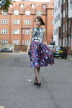 Never would have thought of mixing a skirt & top this bold, but it WORKS