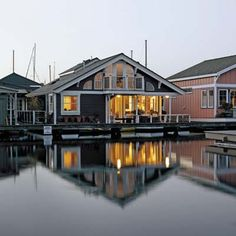 Ever imagine what life would be like if you lived on house boat? | Photo: Alex Hayden | We show you @ thisoldhouse.com