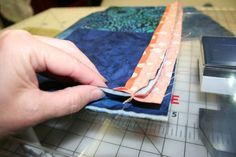 Sewing Block Quilts I like this method of attaching QAYG blocks - no hand sewing and the backing is quilted! Quilting Board, Quilting Tips, Quilting Tutorials, Machine Quilting, Quilting Projects, Quilting Designs, Sewing Tutorials, Crazy Quilting, Sewing Projects
