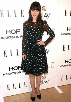 ZOOEY DESCHANEL  En la fiesta Women In Television de la revista Elle, que se celebró en West Hollywood, la actriz hizo honor a su estilo ret...