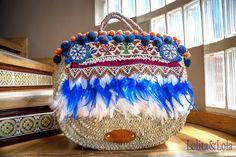 Capazo de plumas boho style y chaleco vaquero pintado a mano  #Straw basket bag #Beach bag #Ibizabag #Hippiestyle #un #bohochic #bohostyle  #Bohéme # #Style #Hippie #Gypsy #Ethnic #Gypsystyle #Fashion #Ibizastyle #Étnico #Fashiondesigner #lolitaylola #yolandafaguilera #loliteando. #strawhandbag #camisola #camisole #denim #cazadora #cazadoravaquera #capazo #boholifestyle #strawhandbag www.tendenciaslolitaylola.blogspot.com Síguenos en el Facebook de Lolitaylola Boho Chic. También en Instagram…