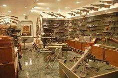 oh yeah! Charleton Heston's gun vault...  Mine will be kewler one day!!