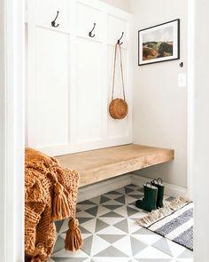Built in bench mudroom Mudroom Laundry Room, Bench Mudroom, Hallway Bench, Bench In Bathroom, Hallway Art, Entryway Bench Storage, Entry Bench, Tv Storage, Entry Way Design