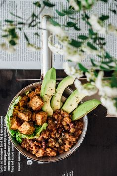 Vege miska s tofu, avokádom a šošovicovou ryžou Kung Pao Chicken, Tofu, Pasta Salad, Good Food, Vegetarian, Healthy Recipes, Ethnic Recipes, Smoothie, Food Ideas