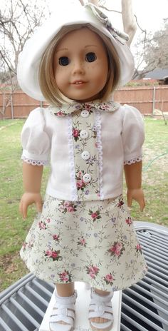 This listing is reserved for emooney4.  This outfit has been made to fit 18 dolls such as American Girl, Madame Alexander and more.  It may still
