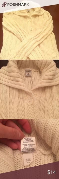 Cream sweater Cream color sweater from old navy, size medium, used in good condition. Old Navy Sweaters