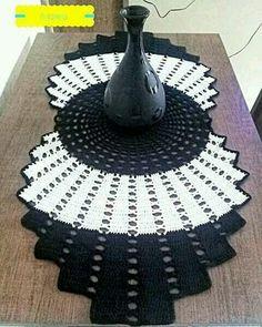Crochet Niffler - How to crochet a Half Granny Square shawl Folgen . Crochet Niffler - How to crochet a Half Granny Square shawl Folgen Sie Crochet Pincushion, Crochet Dollies, Crochet Granny, Crochet Motif, Crochet Shawl, Free Crochet, Knit Crochet, Crochet Flowers, Crochet Circles