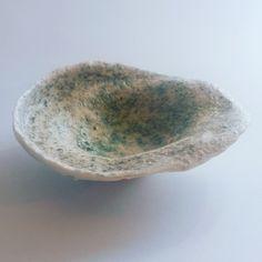 """Ciotolina """"Seashell"""" in paper clay di porcellana e strato intgerno in vetro di Murano in dispersione."""