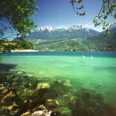 "Lac Annecy courtesy of ""The Natural Patriot"". Wonderful Places, Beautiful Places, Luberon Provence, Lake Annecy, Annecy France, Alpine Lake, Oceans Of The World, Photos Voyages, Rhone"