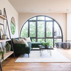 In dit industriële pand in Londen komen de moderne en botanische stijl samen - Roomed
