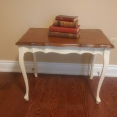 French Provincial Furniture, Vanity Bench, Table, Home Decor, Homemade Home Decor, Mesas, Desk, Decoration Home, Tabletop