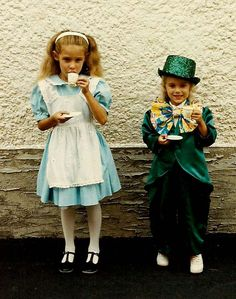 A bunch of Alice in Wonderland costume ideas :)