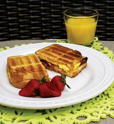 Breakfast Paninis - Did you ever think you could make breakfast in our Ronco Rotisserie Oven? Breakfast Panini, Breakfast Recipes, Good Food, Yummy Food, Tasty, Healthy Cooking, Healthy Recipes, Rotisserie Oven, Cinnamon Raisin Bread