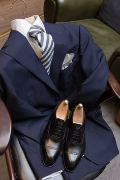 """lnsee: """"Summer is here! Navy Mohair Suit by Ring jacket White Oxford Shirt by Liverano Blue Cotton Stripe Tie by Mattabisch Black Semi-brogues by Carmina """" Mohair Suit, Mens Fashion Shoes, Men's Fashion, Fashion Tips, Oxford White, Men Store, Mens Gear, Sharp Dressed Man, Men Style Tips"""